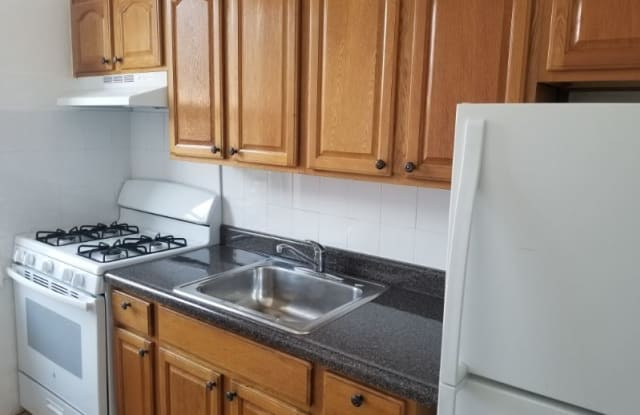 100-06 40th Rd 3 - 100-06 40th Road, Queens, NY 11368