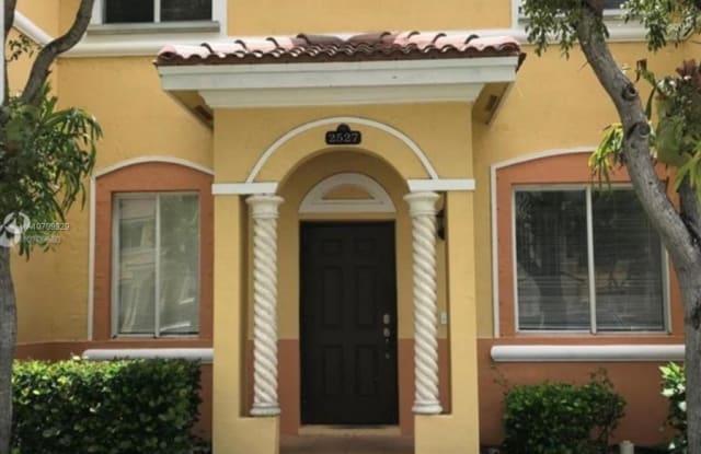 2527 SE 15th Pl - 2527 Southeast 15th Place, Homestead, FL 33035
