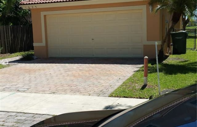1635 SE 20th Rd - 1635 Southeast 20th Road, Homestead, FL 33035