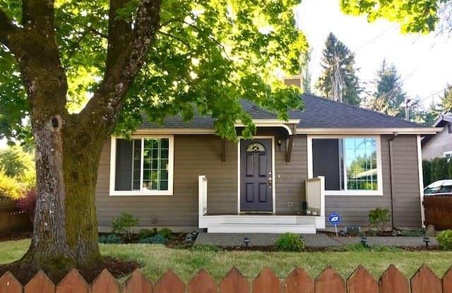 739 SE 139th Avenue - 739 Southeast 139th Avenue, Portland, OR 97233