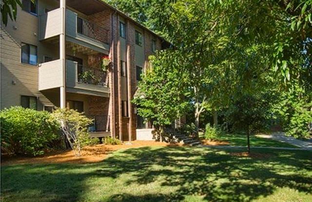 Glen Oaks East Apartments - 2353 Oak Forest Ln SE, Grand Rapids, MI 49546