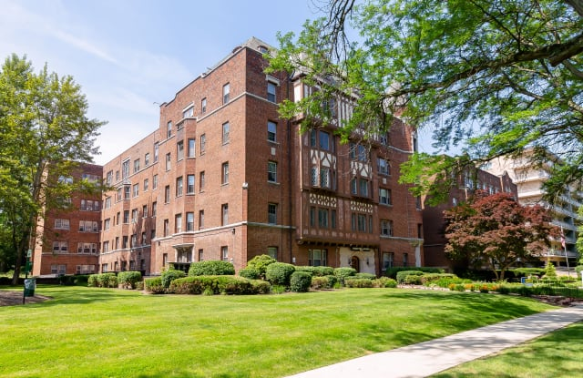 Hampton House Apartments - 10017 Lake Ave, Cleveland, OH 44102