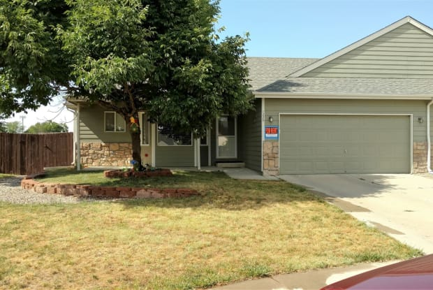 1220 country acres ct - 1220 Country Acres Court, Johnstown, CO 80534
