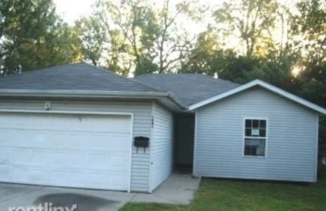 2084 N Roosevelt Ave - 2084 North Roosevelt Avenue, Springfield, MO 65803