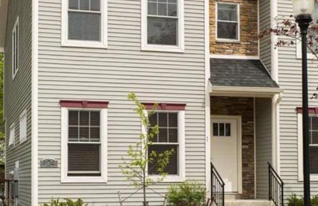 124 JEFFERSON ST - 124 Jefferson Street, Saratoga Springs, NY 12866