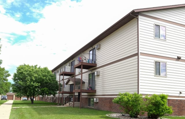 Carlton Place - 1501 48th St S, Fargo, ND 58103