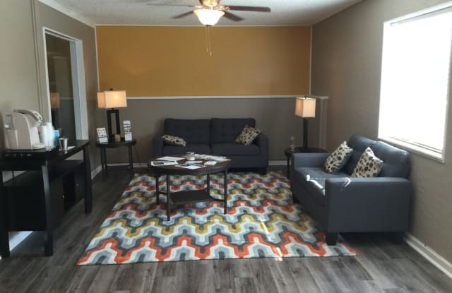 Stone Oak Apartments - 3151 Jennings Rd, Independence, MO 64055
