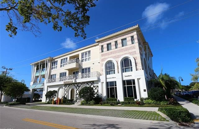 382 12th AVE S - 382 12th Avenue South, Naples, FL 34102