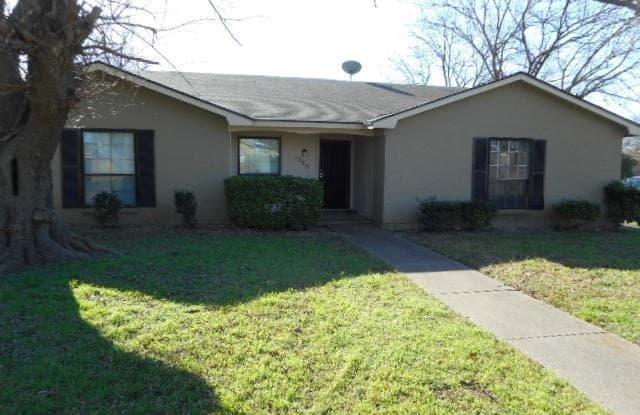 1062 Alicia Lane - 1062 Alicia Lane, Lancaster, TX 75134