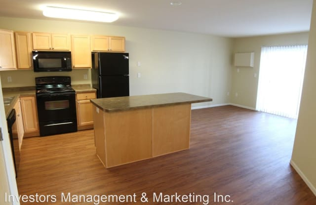 McEnroe Place VI - 3941 Garden View Drive, Grand Forks, ND 58201