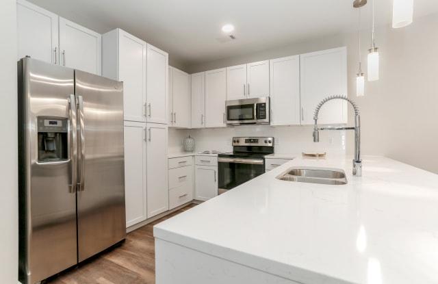 Annandale Apartment Homes - 1307 Westlawn Blvd, Murfreesboro, TN 37128