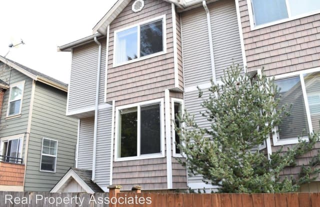 9211 Ashworth Ave N #B - 9211 Ashworth Avenue North, Seattle, WA 98103