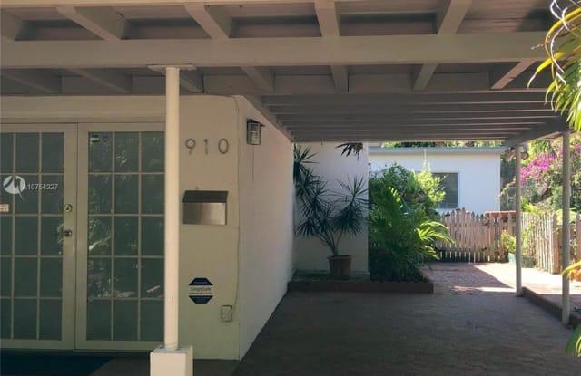 910 NE 81st St - 910 Northeast 81st Street, Miami, FL 33138