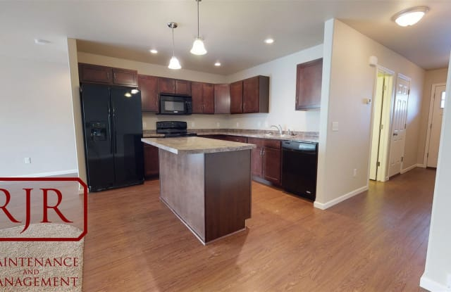 29th Street Townhomes - 4009 29th St SE, Morton County, ND 58554
