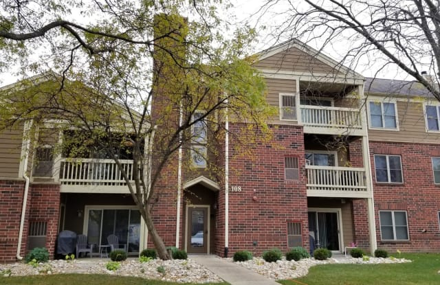 108 Glengarry Drive - 108 Glengarry Drive, Bloomingdale, IL 60108