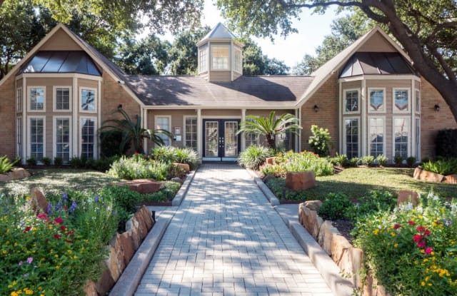 Oaks at Greenview - 794 Normandy St, Houston, TX 77015