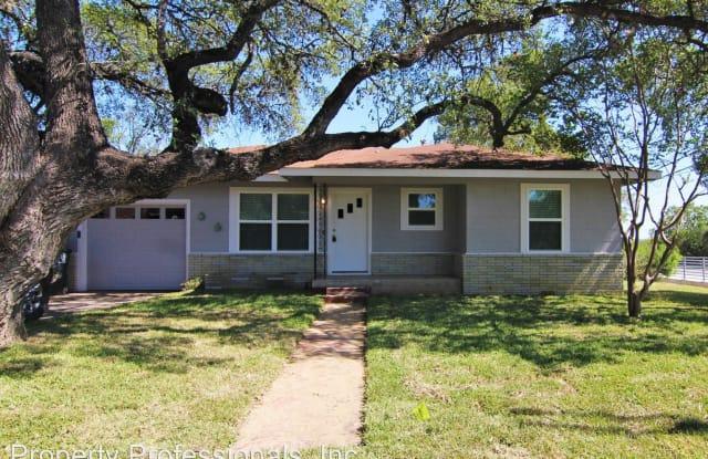 106 Woodland Ave. - 106 Woodland Avenue, New Braunfels, TX 78130