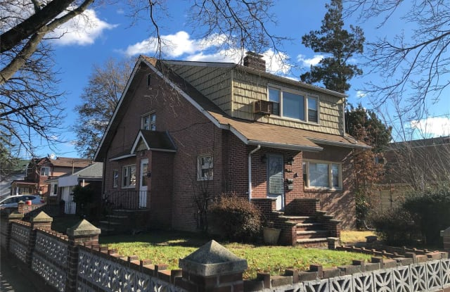 75-03 164th St - 75-03 164th Street, Queens, NY 11366