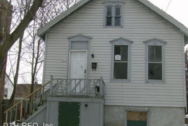 2911-2913 W Michigan St - 2911 W Michigan St, Milwaukee, WI 53208