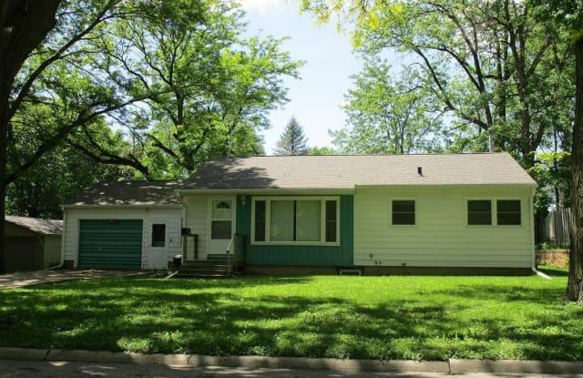 2611 Tremont Street - 2611 Tremont Street, Cedar Falls, IA 50613