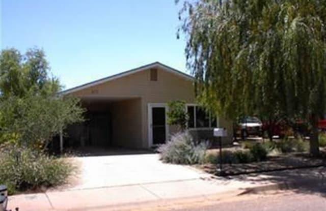 813 W HENDERSON ST. - 813 West Henderson Street, Winslow, AZ 86047