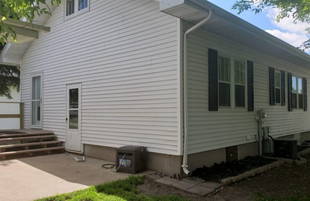 206 4th St NW - 206 4th St NW, East Grand Forks, MN 56721