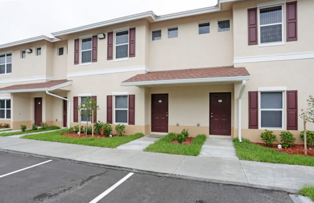 Mirage Bay Rental Townhomes - 14401 Metro Parkway, Fort Myers, FL 33912