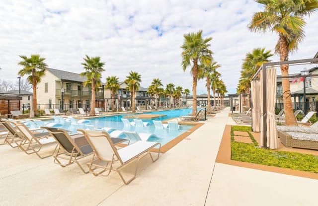 Arlington Townhomes and Cottages - 550 Ben Hur Rd, Baton Rouge, LA 70820