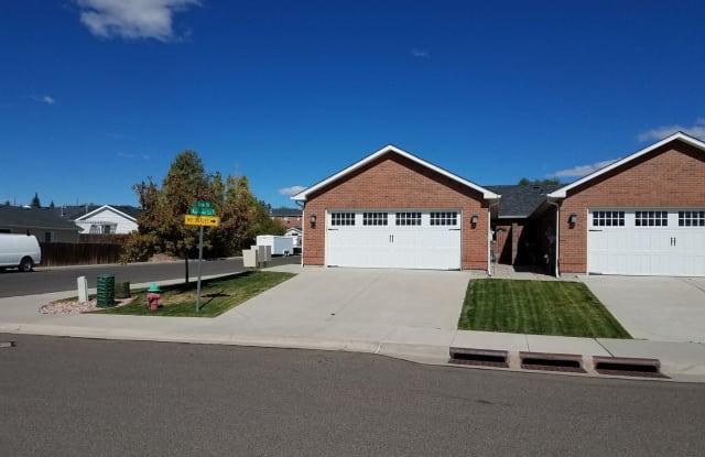 402 Appletree Lane - 402 Appletree Lane, Cheyenne, WY 82009