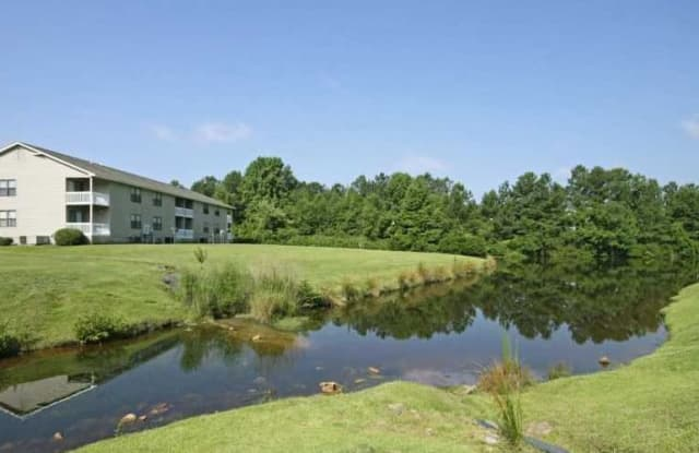 Lakehurst Apartments - 1000 Riverbank Dr, Spring Lake, NC 28390