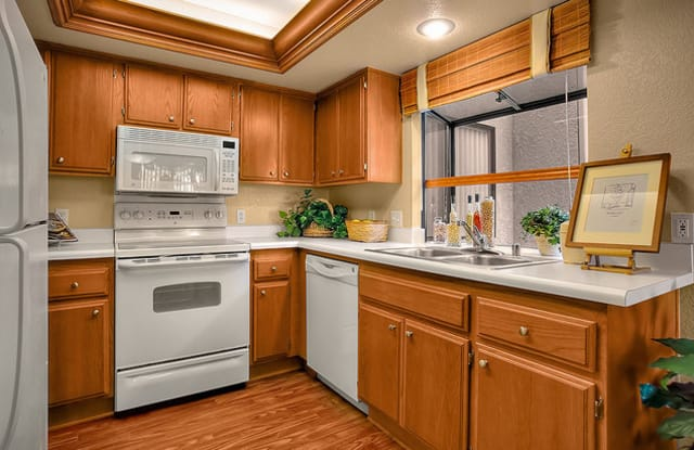 Westlake Canyon Apartments - 2338 Fountain Crest Ln, Thousand Oaks, CA 91362