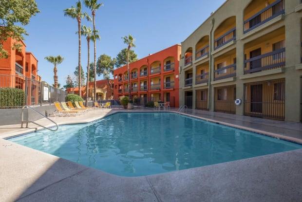 Sedona Pointe Apartments - 2650 N Oracle Rd, Tucson, AZ 85705