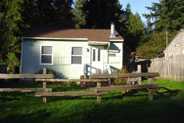 9298 NE Seaview Ave - 9298 Northeast Seaview Avenue, Indianola, WA 98342