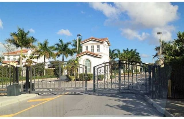 9951 NW 10th Ter - 9951 Northwest 10th Terrace, Fountainebleau, FL 33172