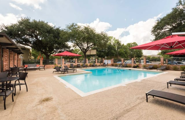The Oaks of Timbergrove - 1700 Seaspray Ct, Houston, TX 77008
