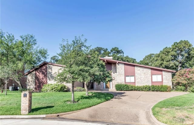 2709 Pinehurst - 2709 Pinehurst Circle, Bryan, TX 77802