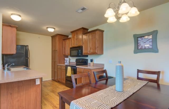 Orchard Park - 2601 N Cresthaven Ave, Springfield, MO 65803