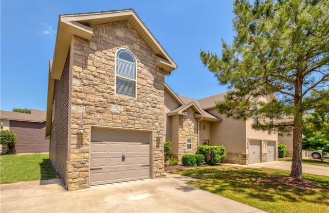 2422 S 15th PL - 2422 S 15th Pl, Rogers, AR 72758