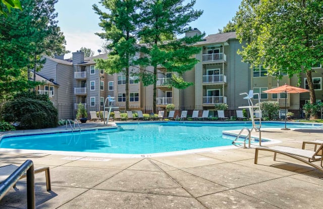 Hunt Club Apartments - 404 Christopher Ave, Gaithersburg, MD 20879