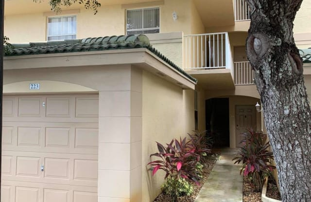 2040 Greenview Shores Boulevard - 2040 Greenview Shores Boulevard, Wellington, FL 33414
