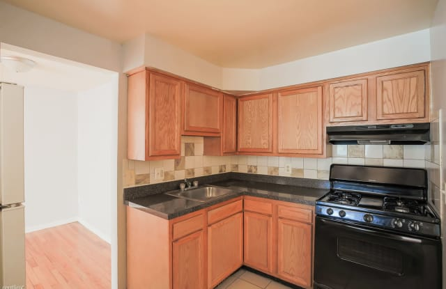 912 Woodson Rd - 912 Woodson Rd, Baltimore, MD 21212