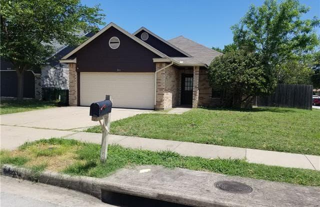 801 Melville Drive - 801 Melville Drive, Arlington, TX 76015