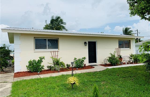 1337 SE 16th PL - 1337 Southeast 16th Place, Cape Coral, FL 33990
