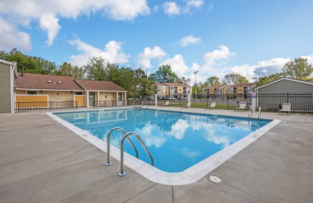 Parkside at Castleton Square - 6401 Woods Edge North Dr, Indianapolis, IN 46250