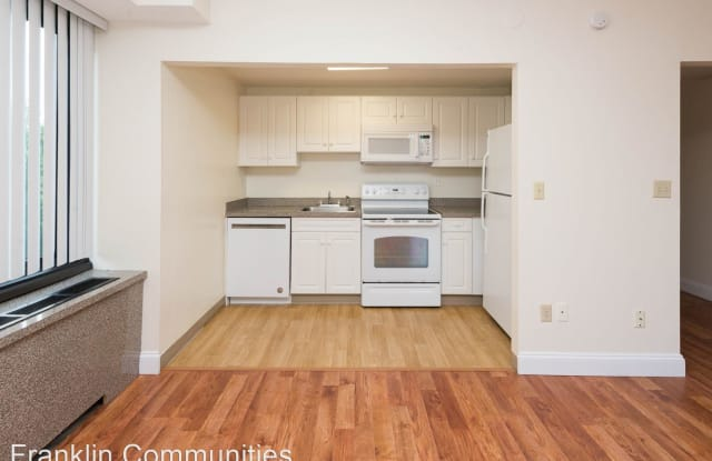 Lakewood Apartments - 1199 Whitney Ave, New Haven, CT 06517