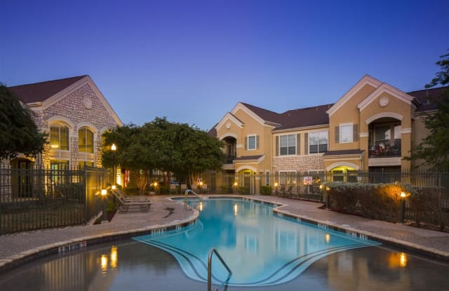 Costa Biscaya - 5100 Eisenhauer, San Antonio, TX 78218