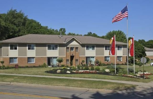 Great Northern Village - 5272 Victoria Ln, North Olmsted, OH 44070