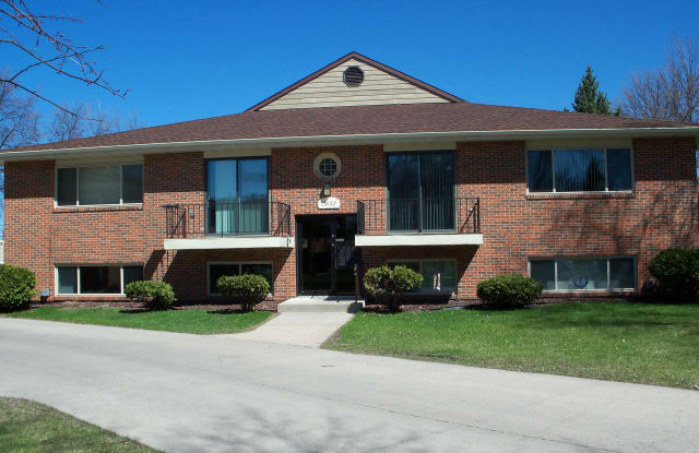 Country Club - 2429 West Country Club Drive, Fargo, ND 58103