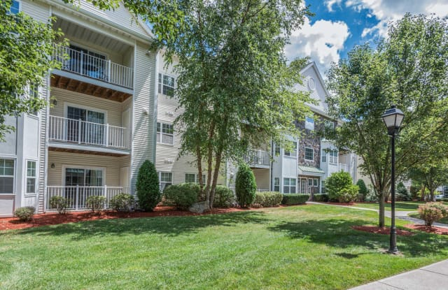 Heritage at Stone Ridge - 2 Littles Brook Ct, Burlington, MA 01803