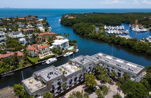 6901 Edgewater Dr - 6901 Edgewater Drive, Coral Gables, FL 33133